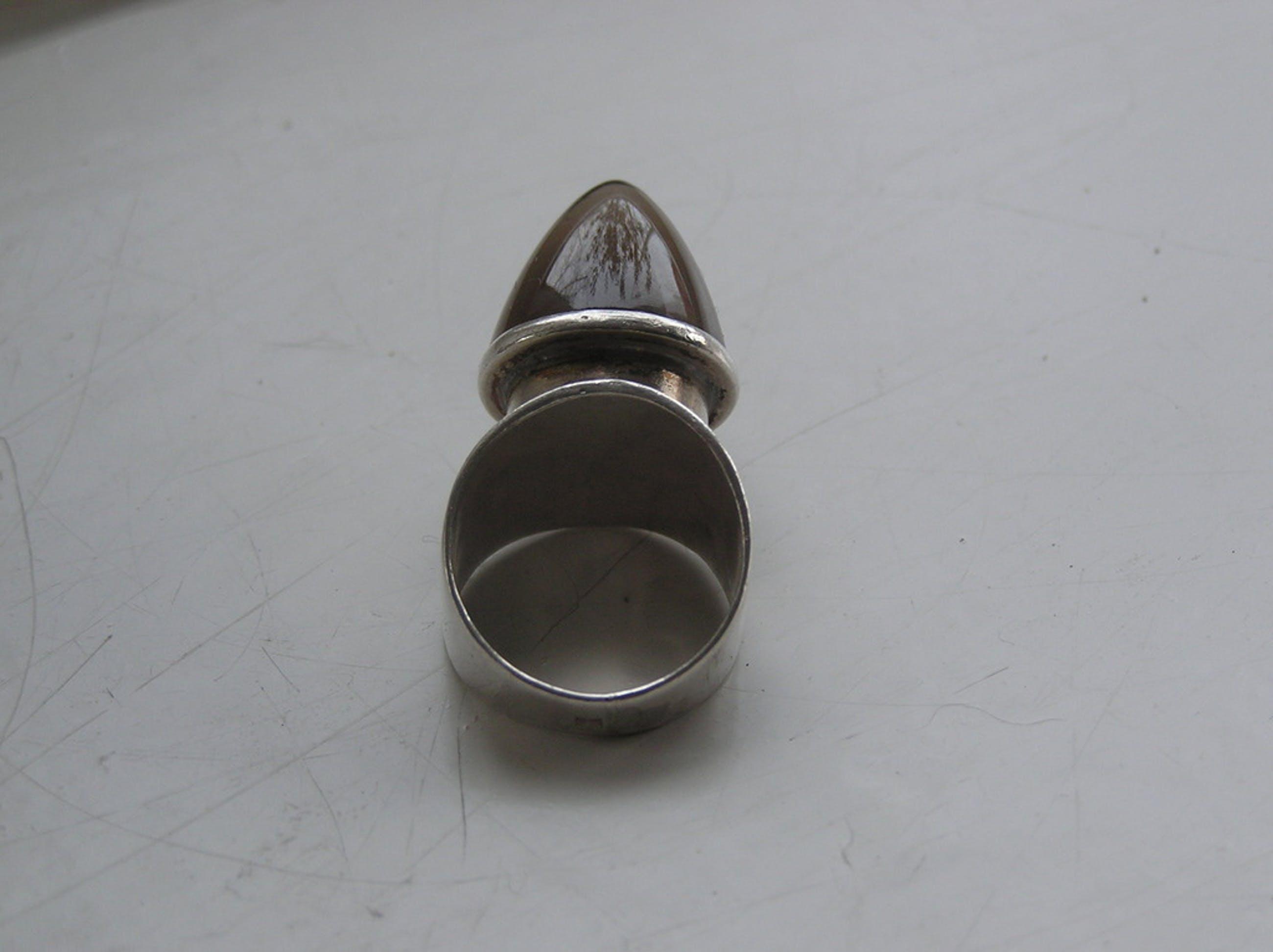 Zilveren damesring bezet met puntgeslepen topaas kopen? Bied vanaf 1!