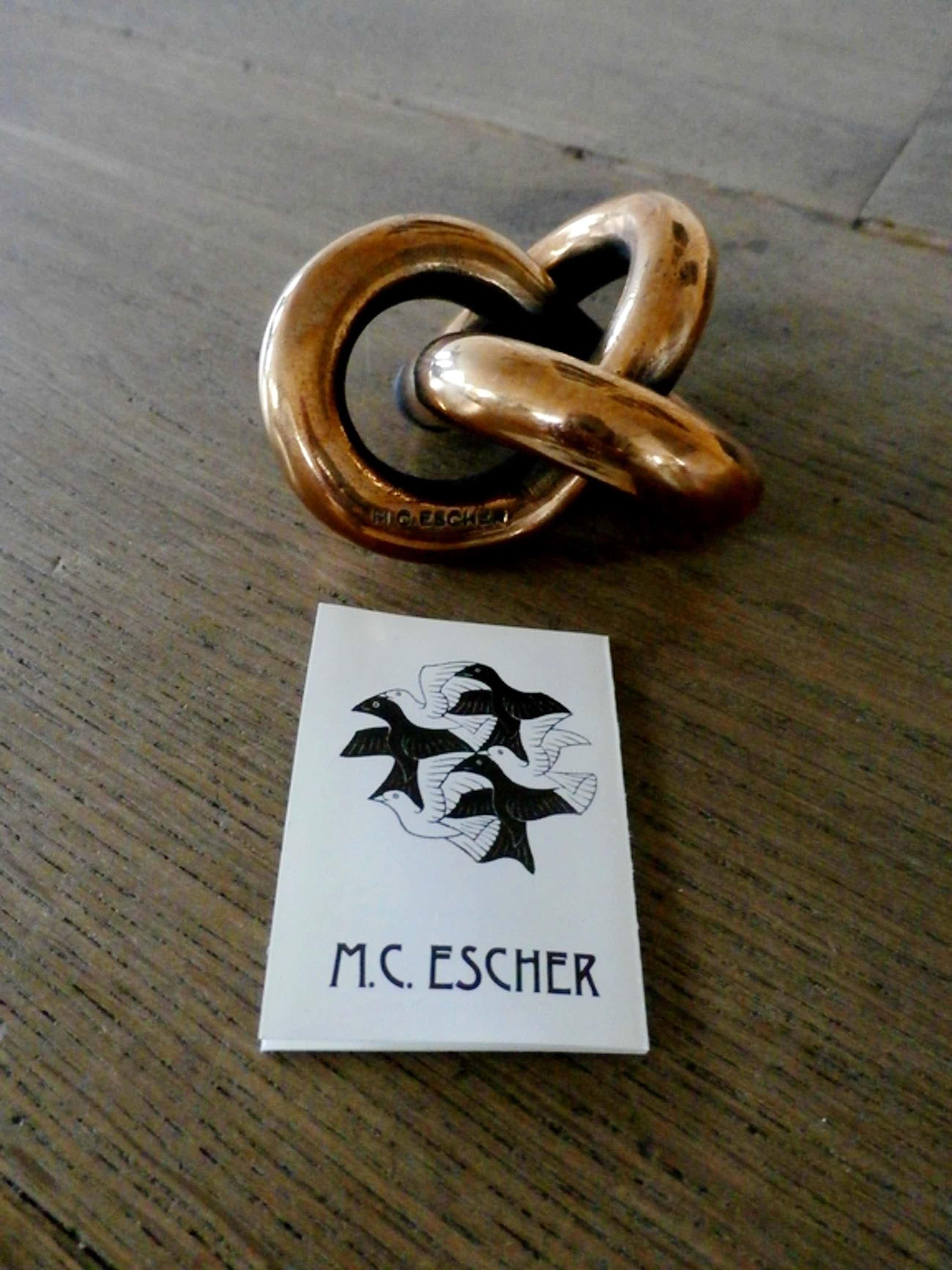 M.C. Escher - bronzen beeld: oneindige knoop - met certificaat kopen? Bied vanaf 160!
