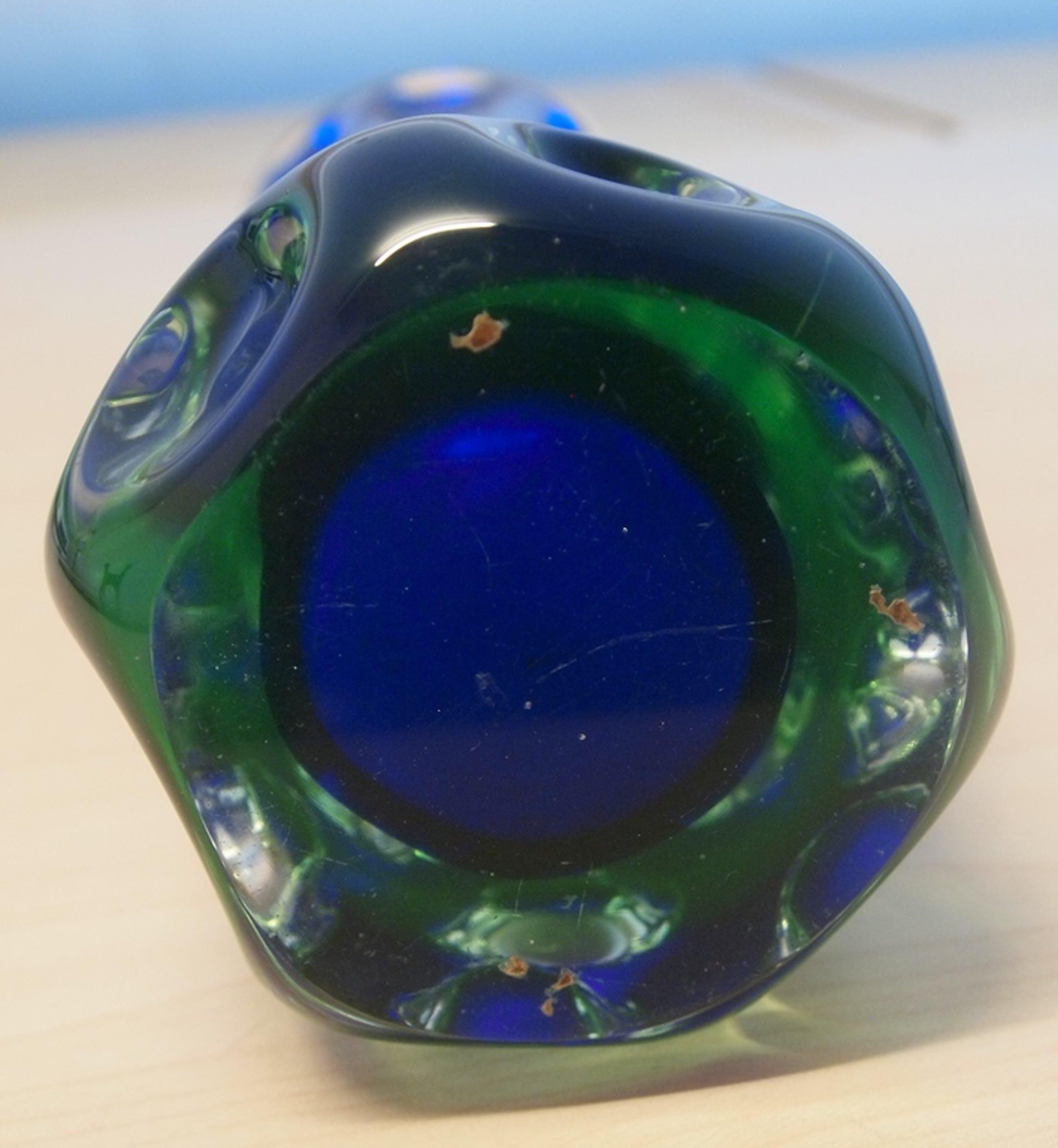 Skrdlovice-  zware cobalt blauwe en lichtgroene glazen lens vaas kopen? Bied vanaf 42!