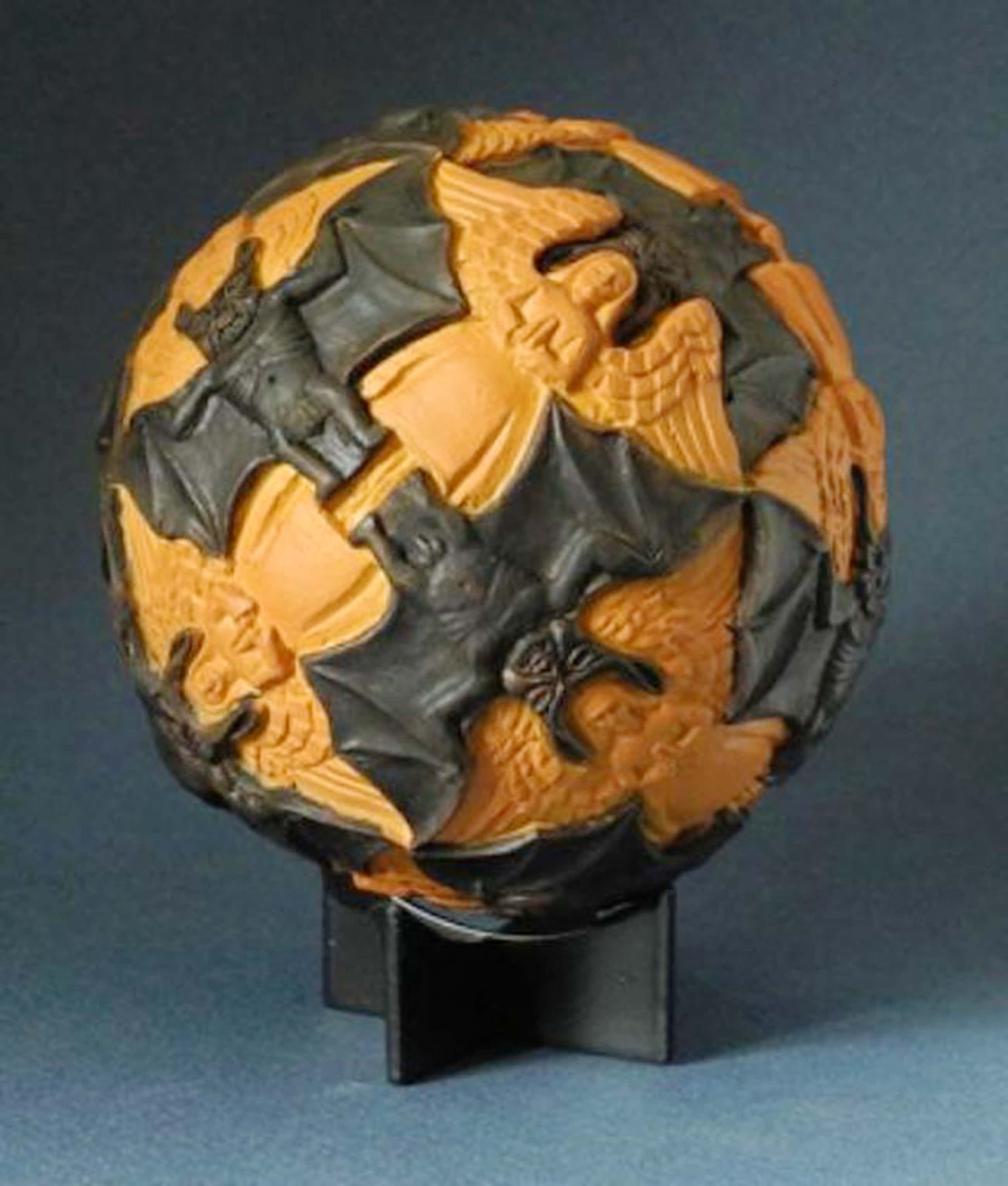 MC ESCHER, 3D-sculpture: Angels and Devils, Maple (1942) kopen? Bied vanaf 55!