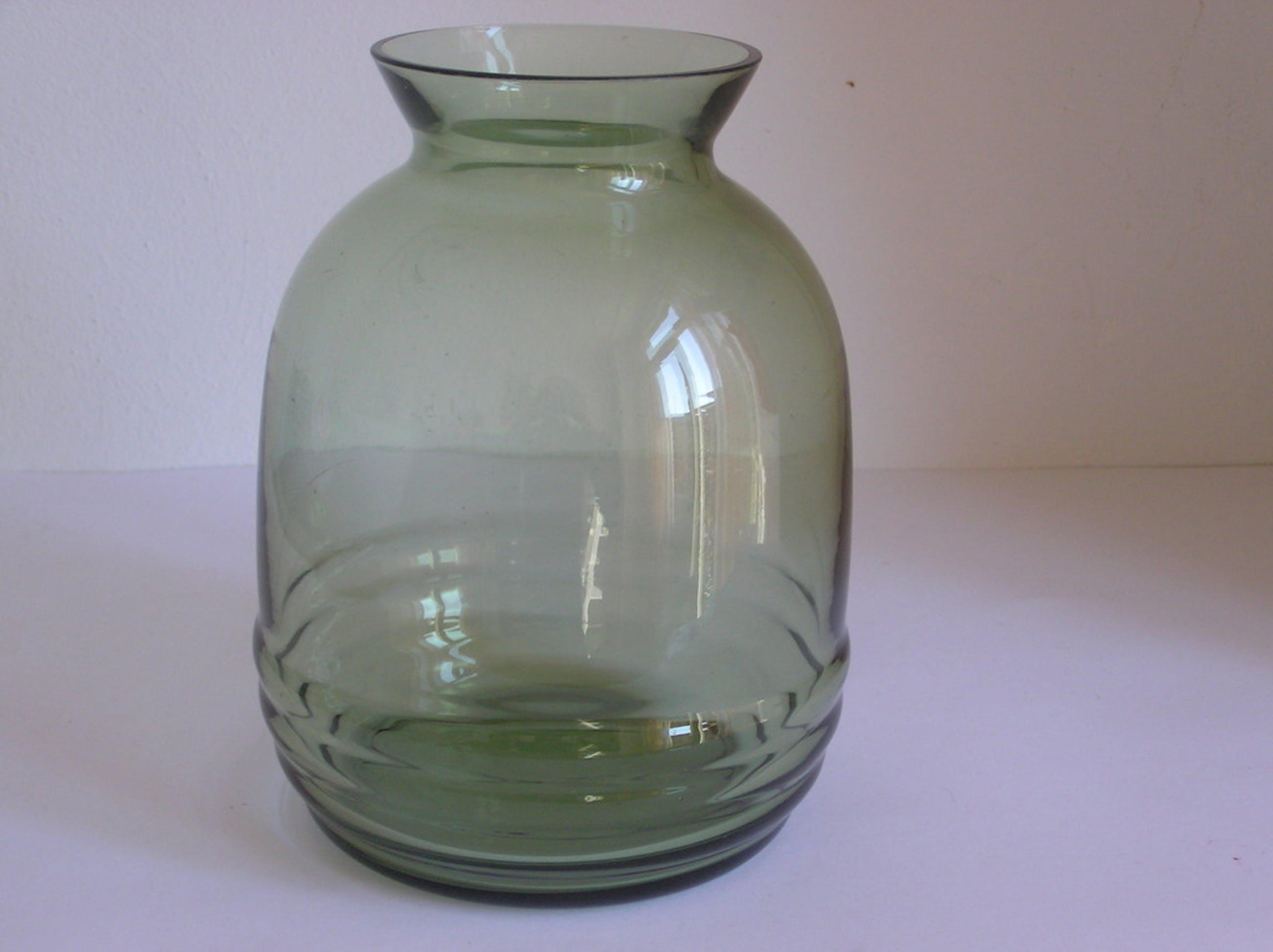 Optiek gelbazen Groen glazen vaas uit de H-collectie, ontwerp A.D. Copier kopen? Bied vanaf 34!