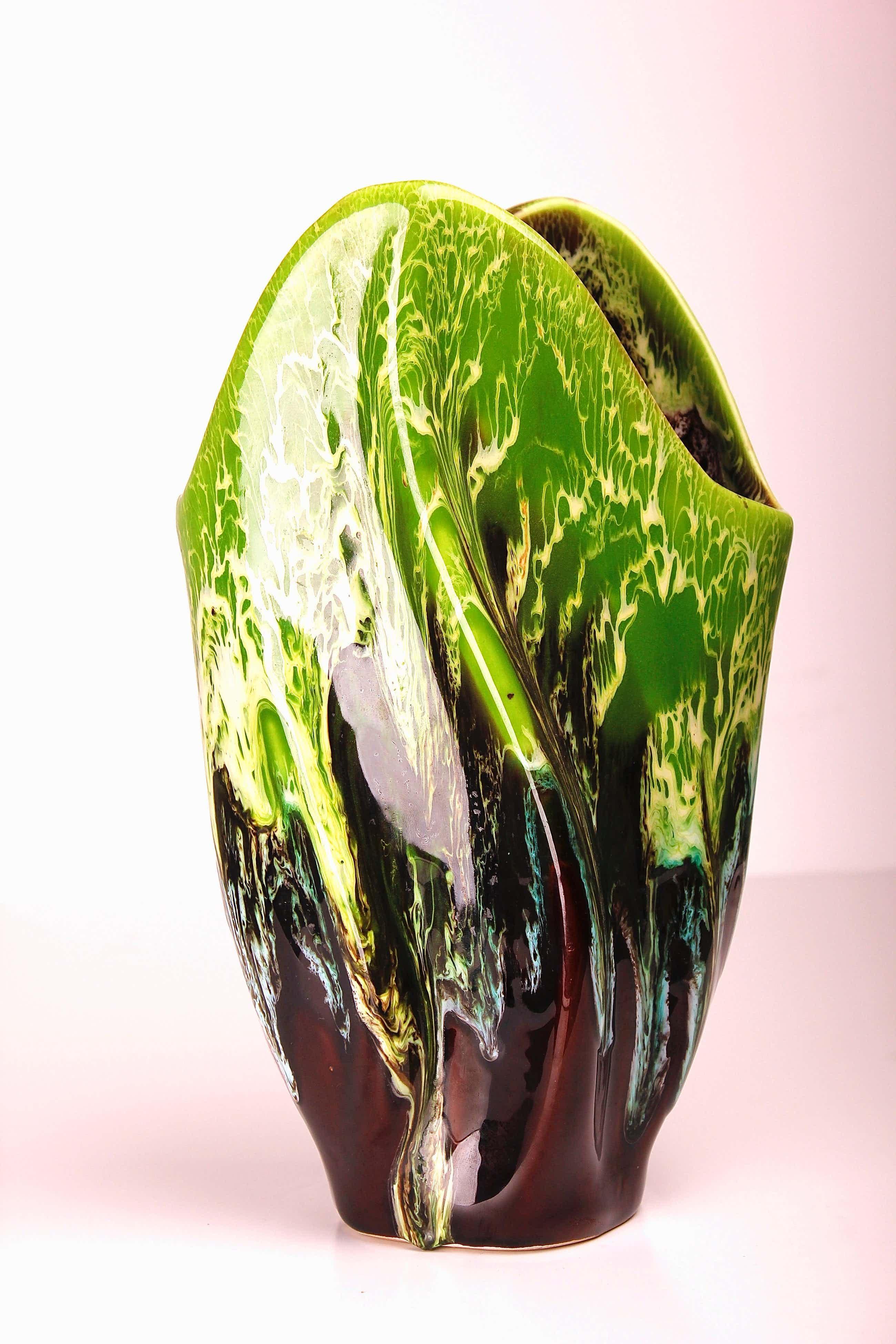 Vallauris Keramiek - Groen - bruine polychrome vaas met 'hand thrown' druipglazuur | 1960s kopen? Bied vanaf 29!