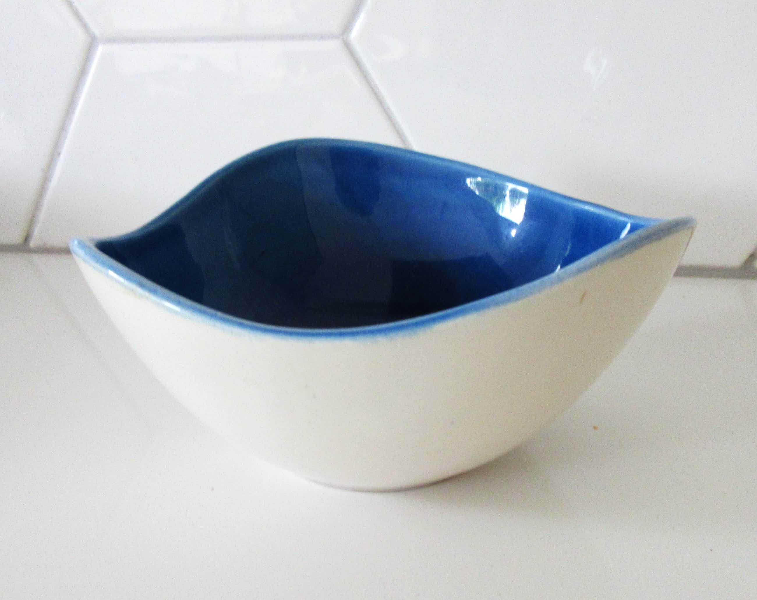 Guido Gambone - voor de Bijenkorf blauw vrijgevormd aardewerk schaaltje kopen? Bied vanaf 27!