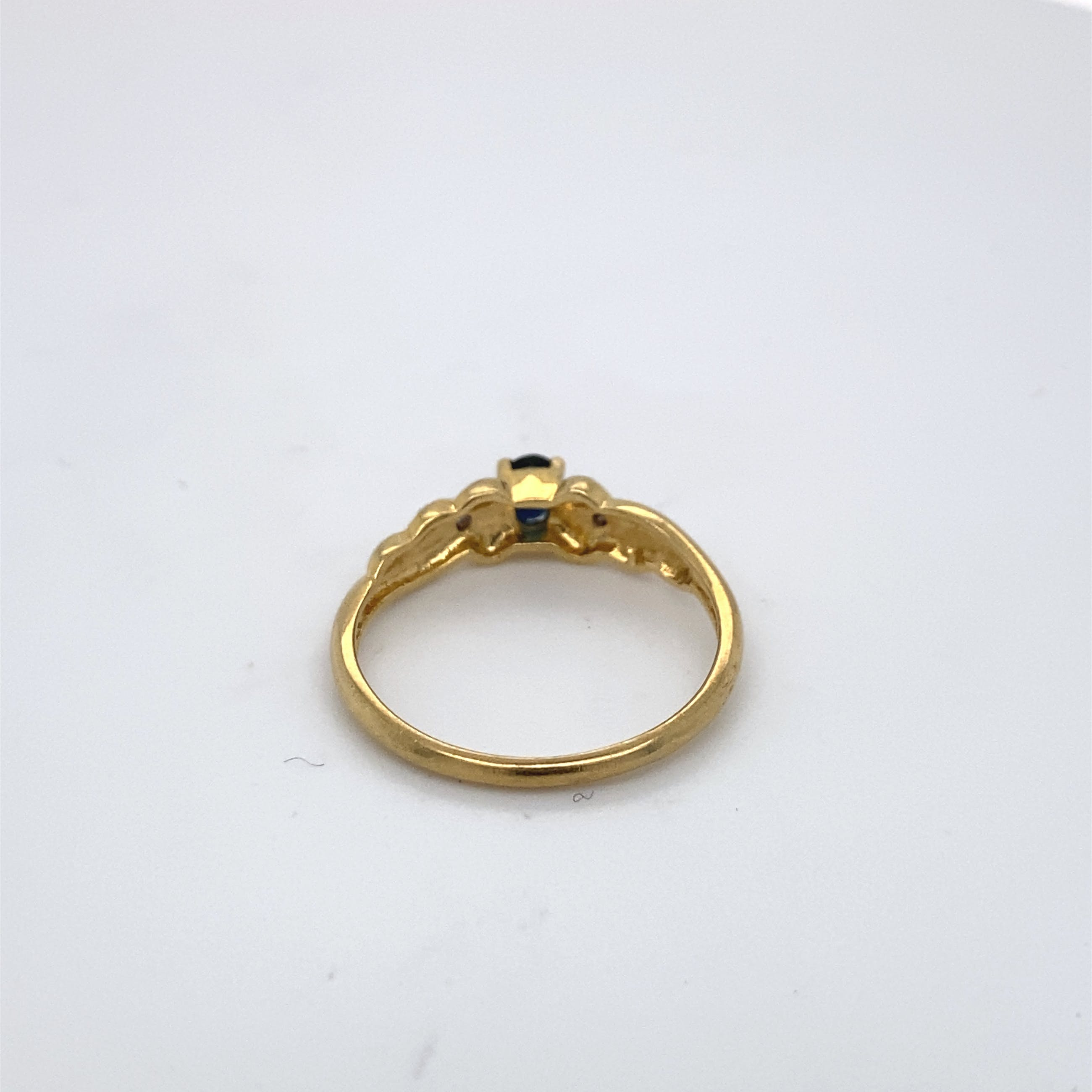 18kt gouden ring met saffier en diamant, maat 54/17,25, 2,28gr kopen? Bied vanaf 100!