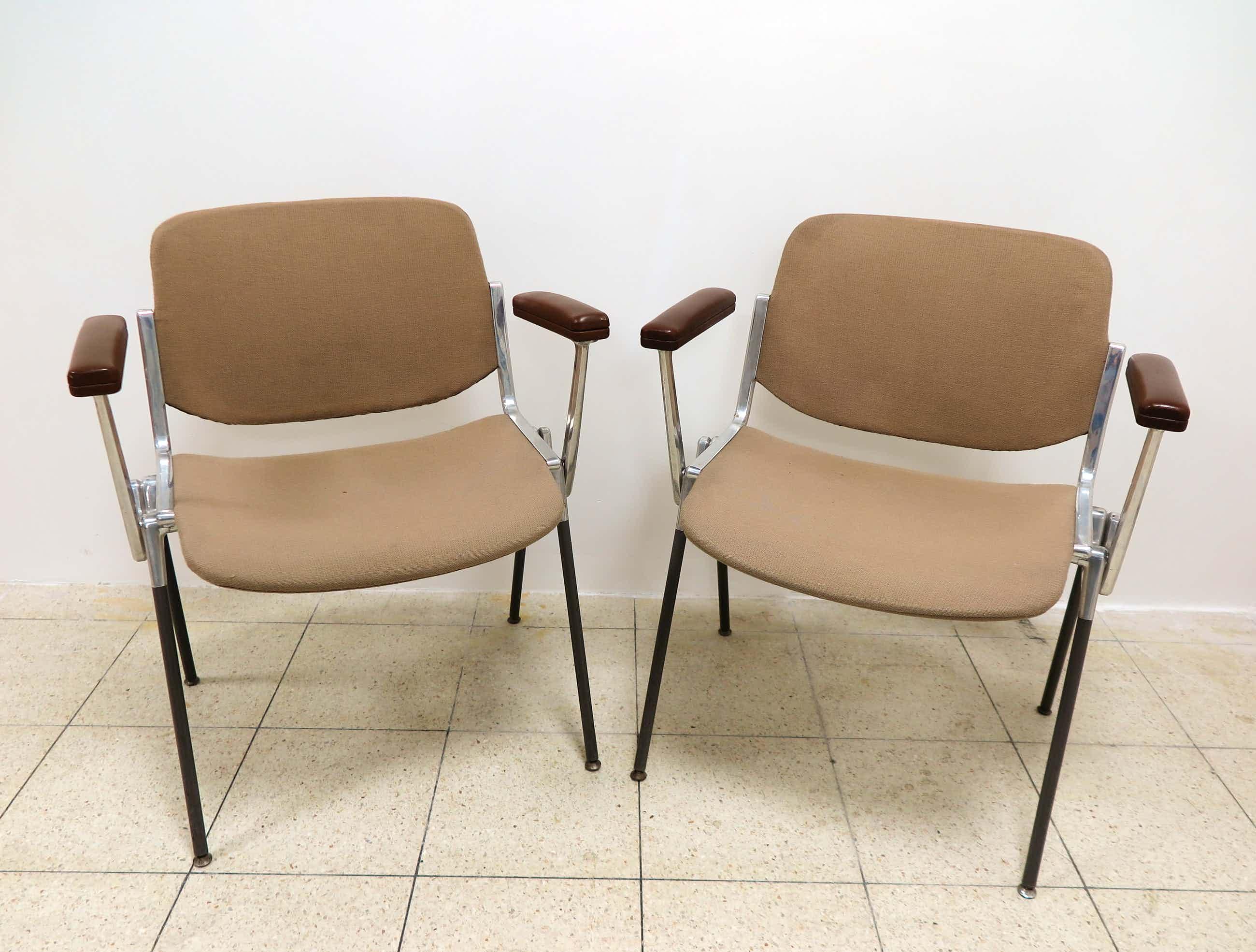 Giancarlo Piretti - voor Castelli - Set van twee vintage DSC 106 stoelen kopen? Bied vanaf 70!