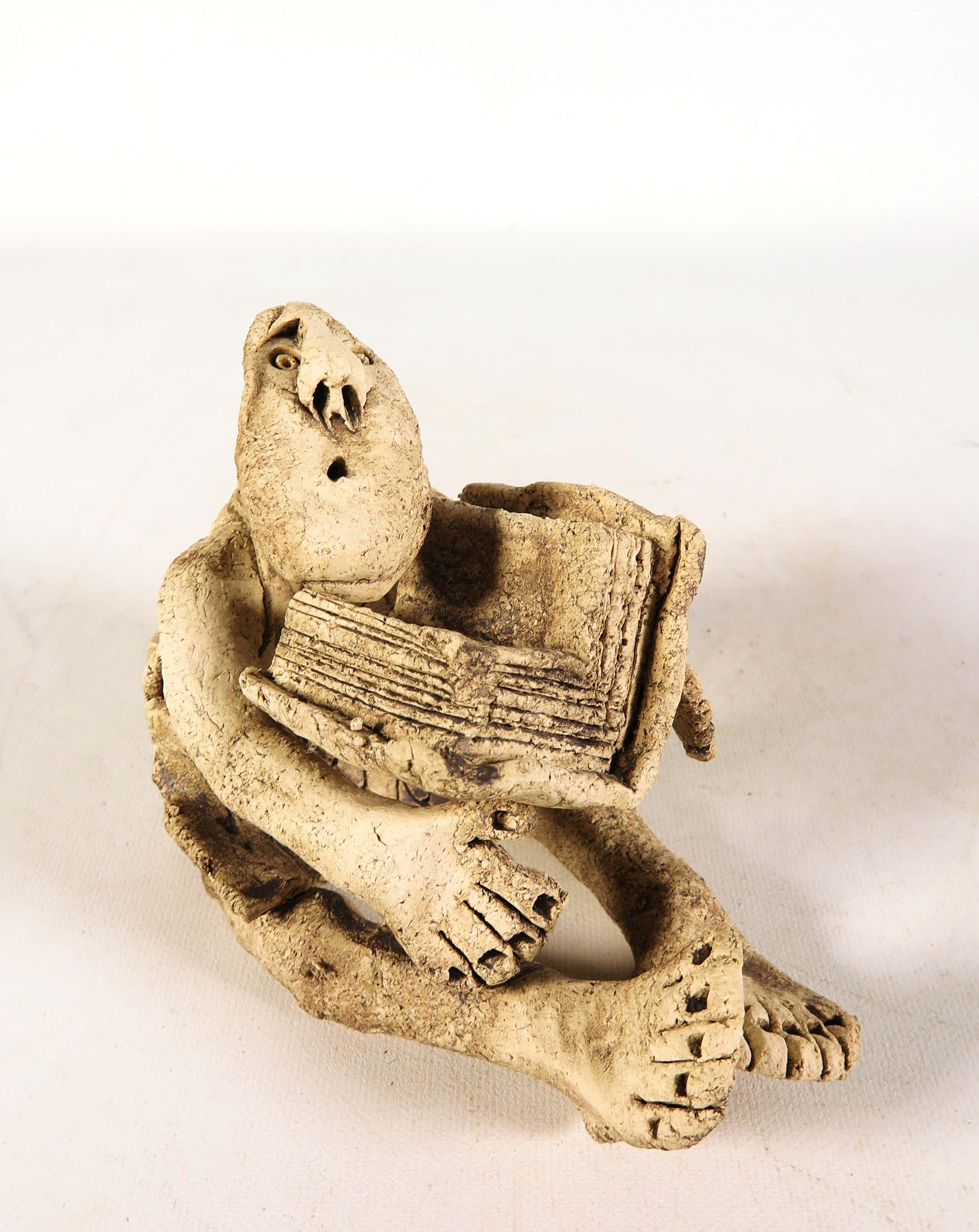 Lut Brackx - Aardewerk, Zittend figuur met boek kopen? Bied vanaf 40!
