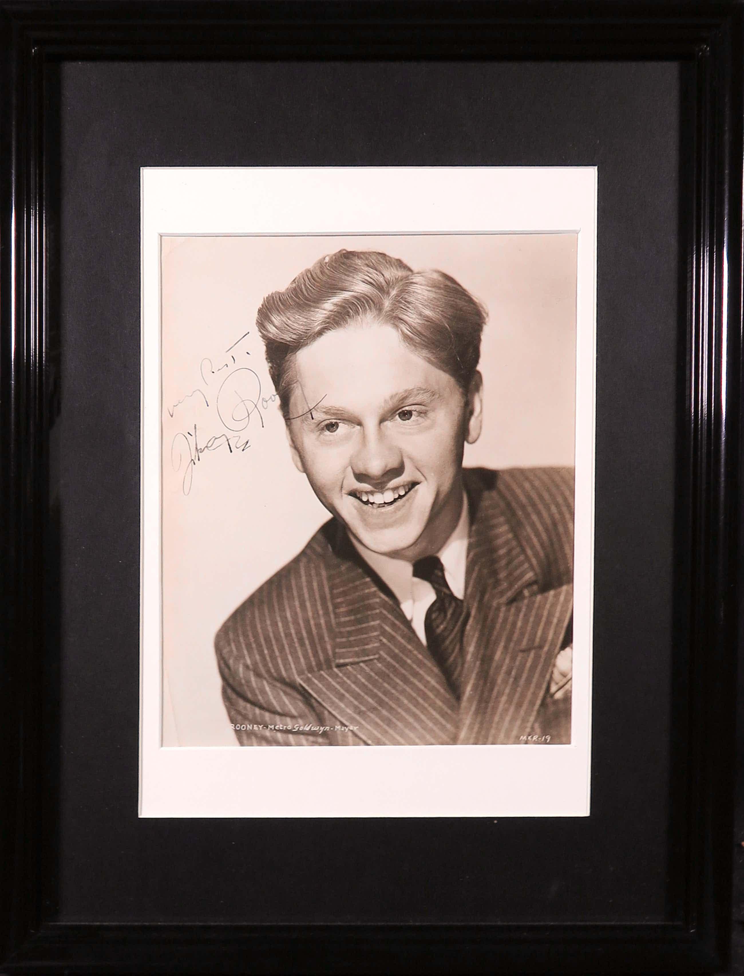 Niet of onleesbaar gesigneerd - Foto van Mickey Rooney incl. handtekening kopen? Bied vanaf 5!