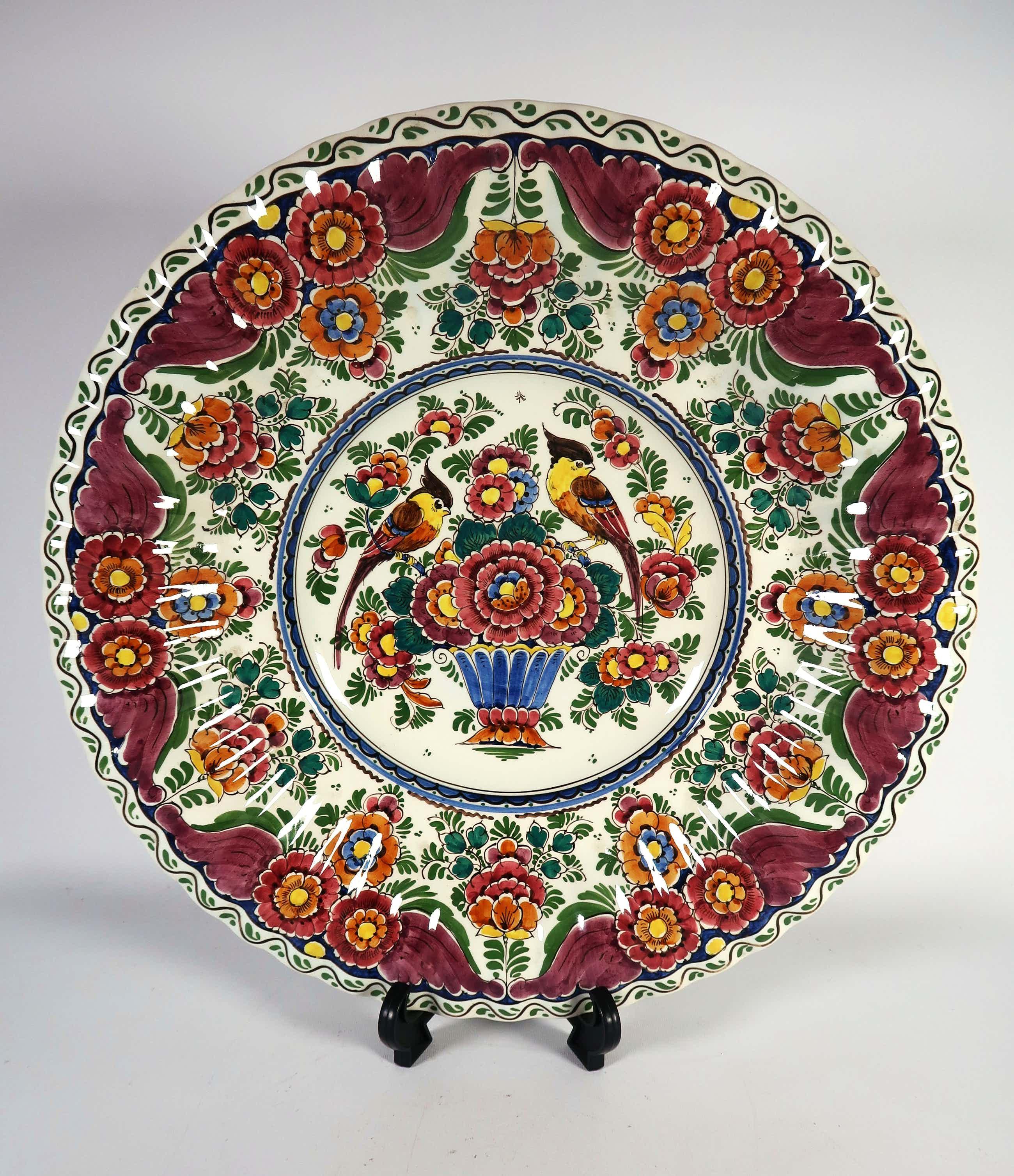 Keramiekfabriek Velsen - Aardewerk, Polychroom bord met bloemen en vogels (Groot) kopen? Bied vanaf 30!