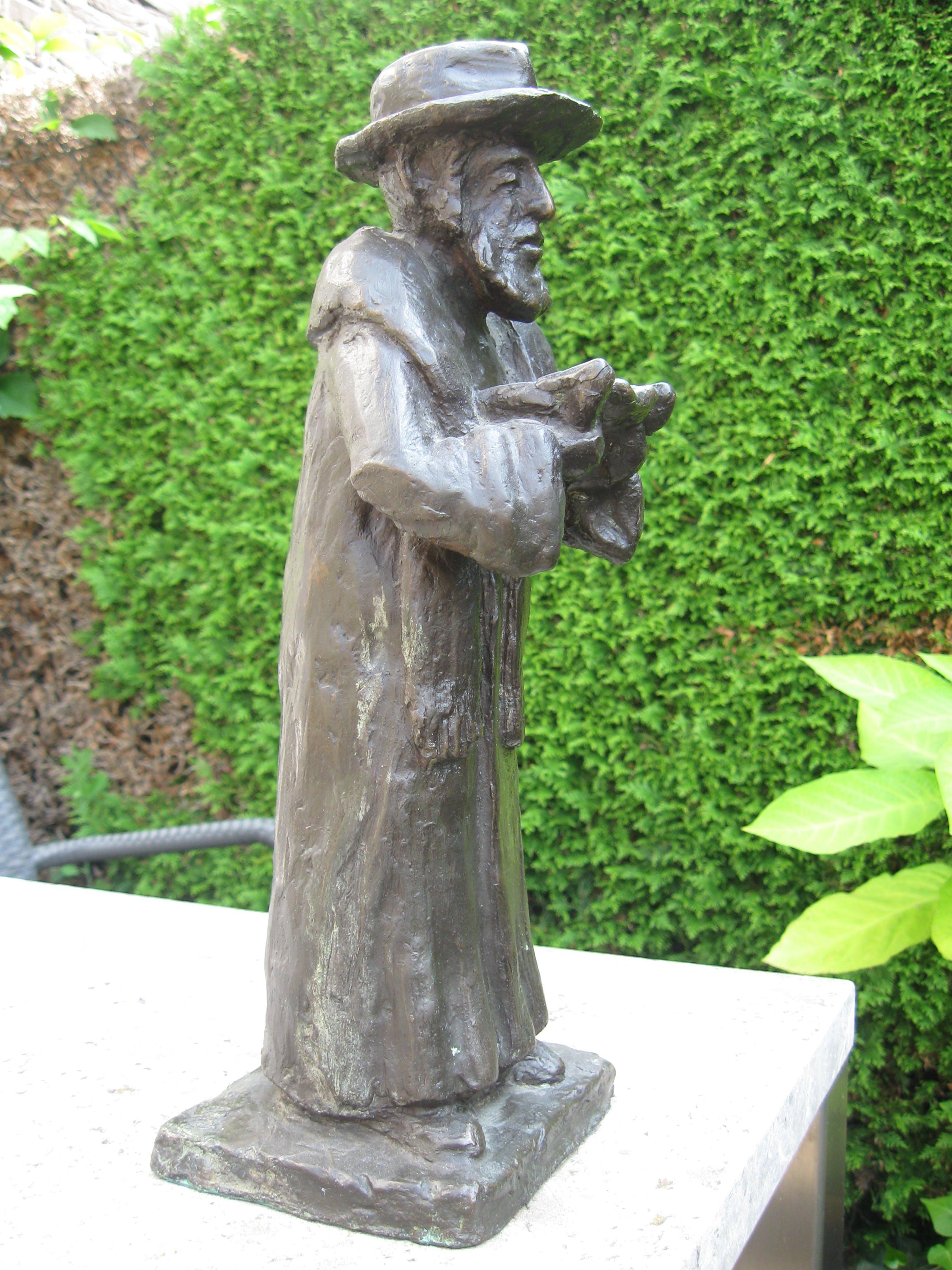 Niet of onleesbaar gesigneerd - Lezend Rabbi met wetsrol kopen? Bied vanaf 1!