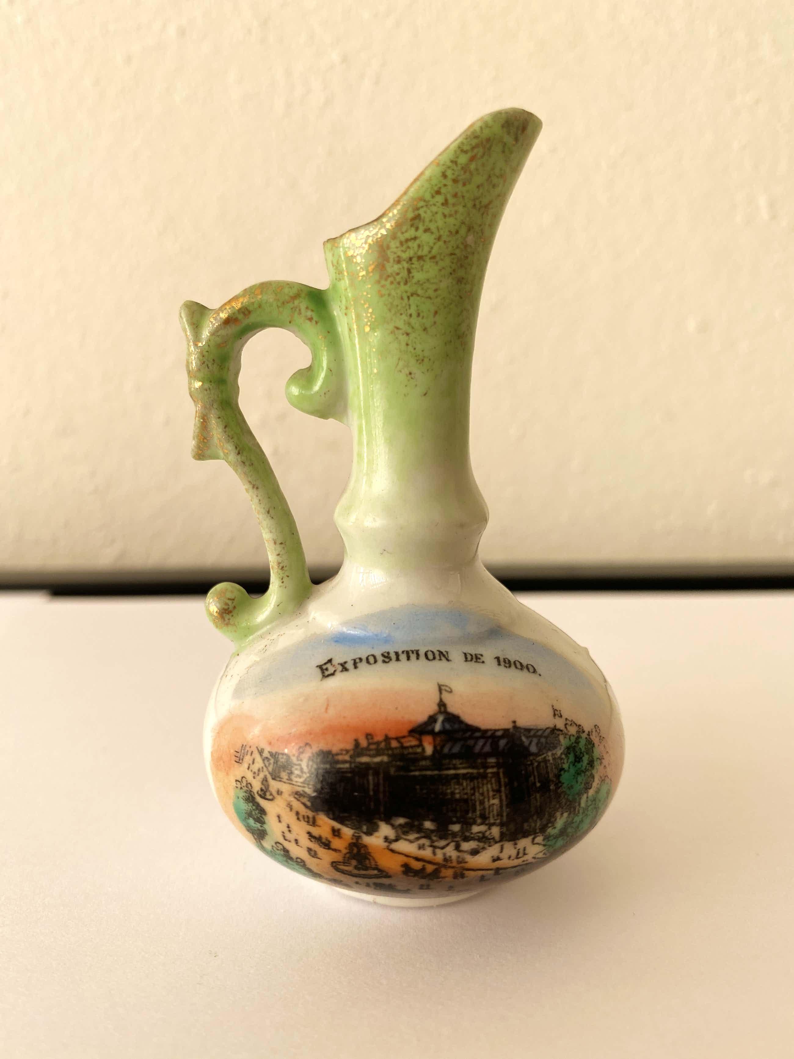 Niet of onleesbaar gesigneerd - Vaasje wereldtentoonstelling Parijs 1900 kopen? Bied vanaf 5!