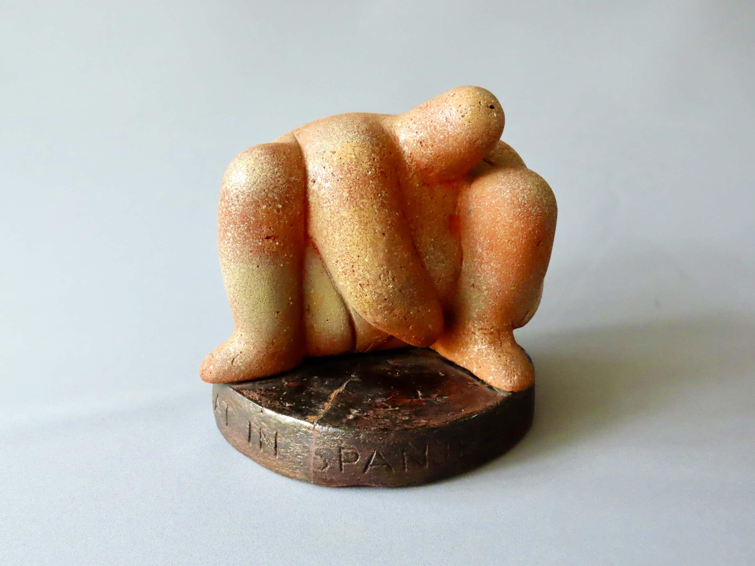 Leo Braat - Wie kent mijn gat in Spanje - geglazuurd terracotta plastiek kopen? Bied vanaf 225!