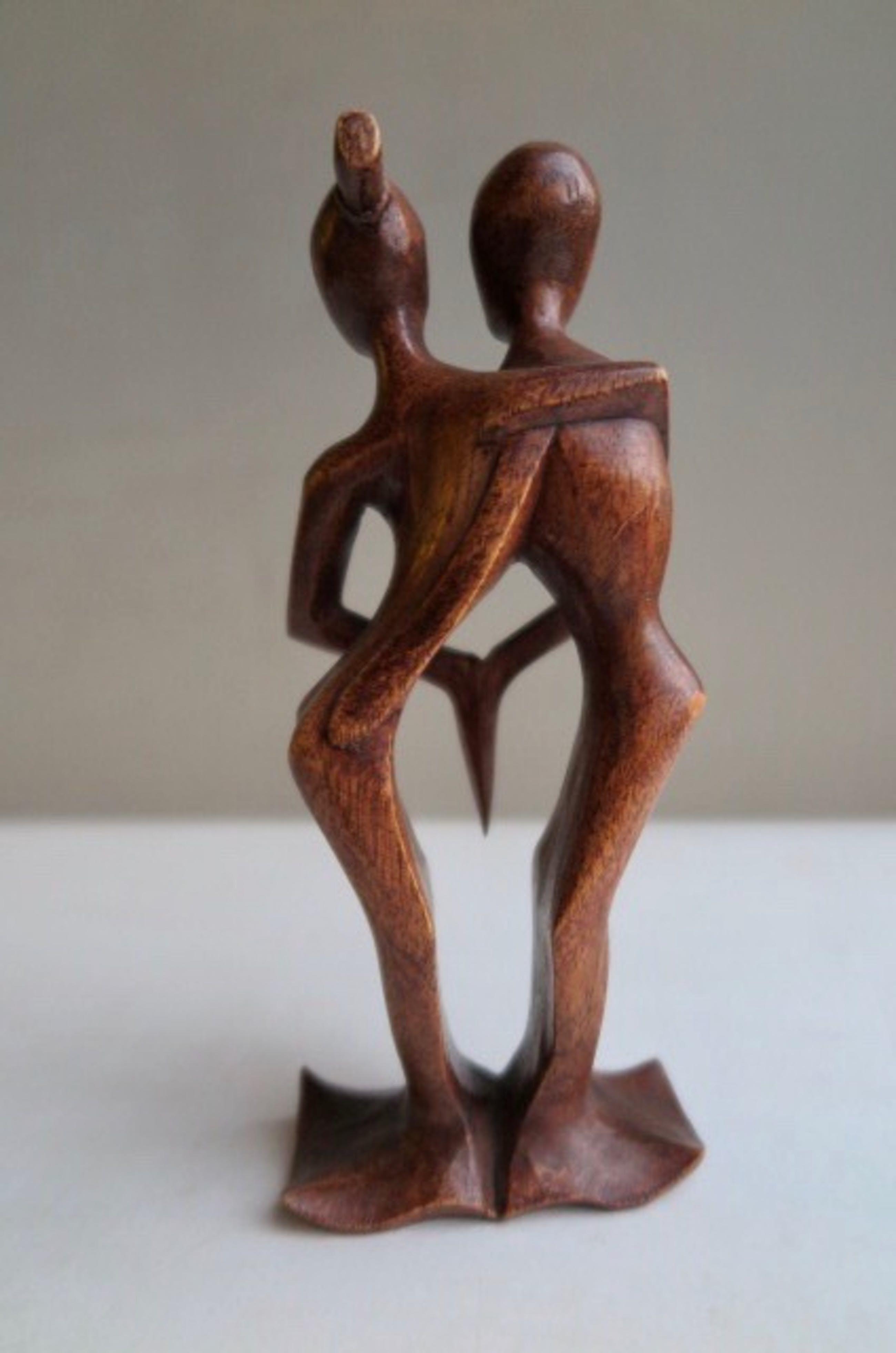 Niet of onleesbaar gesigneerd - Houtsnijwerk - Dancing love kopen? Bied vanaf 1!