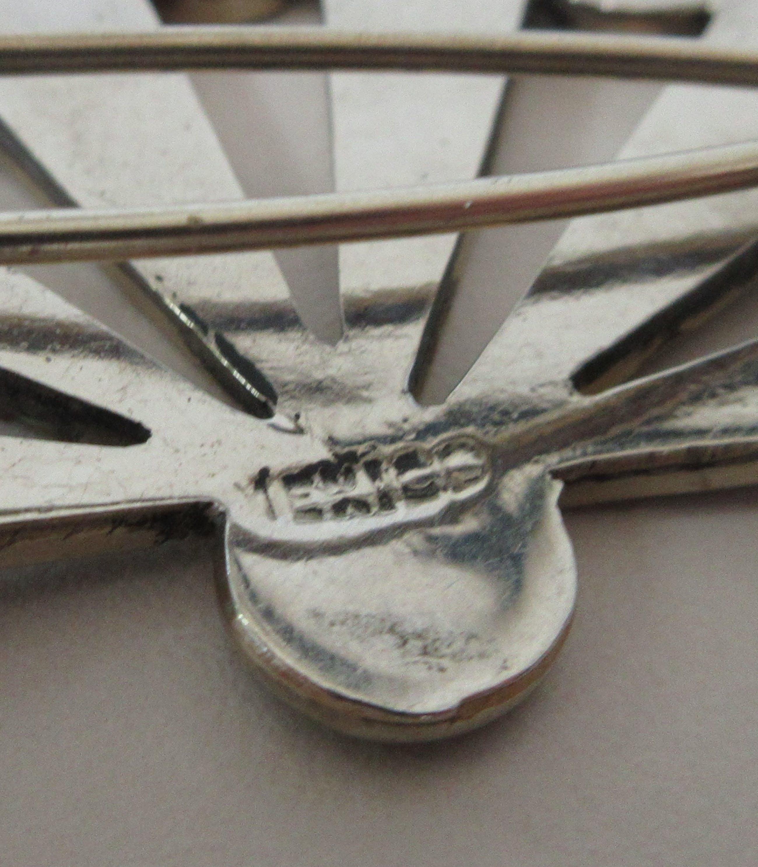 Niet of onleesbaar gesigneerd - Zilveren broche ingelegd met parelmoer uit Mexico kopen? Bied vanaf 1!