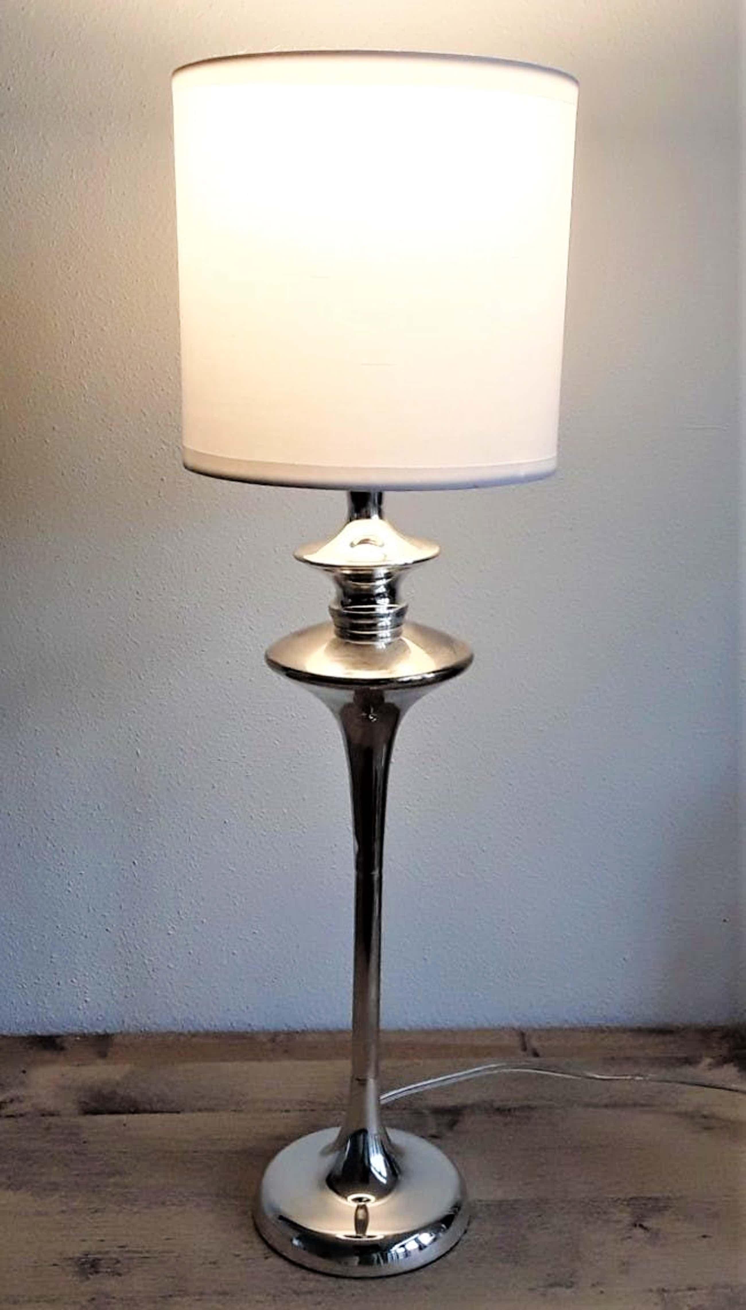 Niet of onleesbaar gesigneerd - Verchroomd stalen tafellamp Nr 1701359 met gemêleerde uitstraling kopen? Bied vanaf 30!
