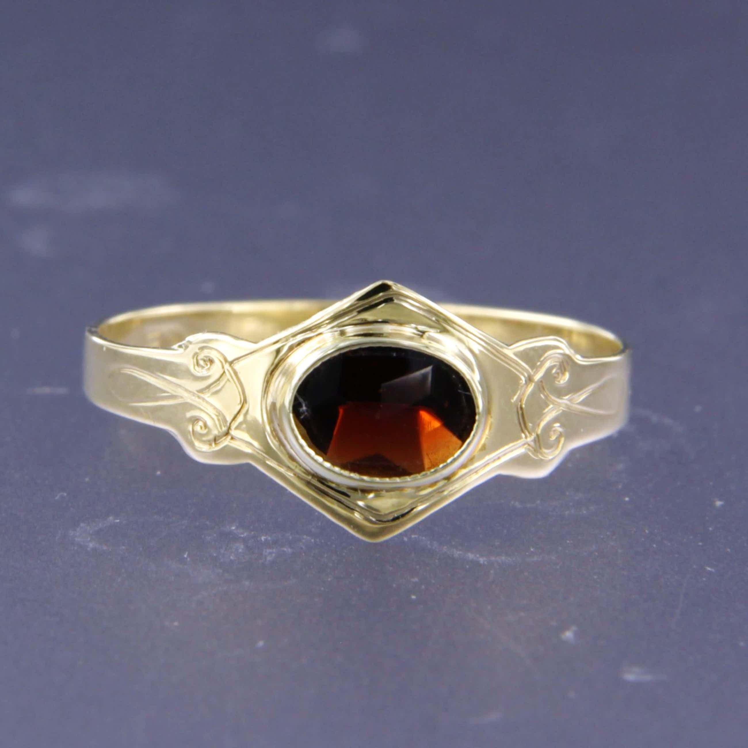14K Goud - geelgouden ring bezet met granaat - ringmaat 16 (50) kopen? Bied vanaf 40!
