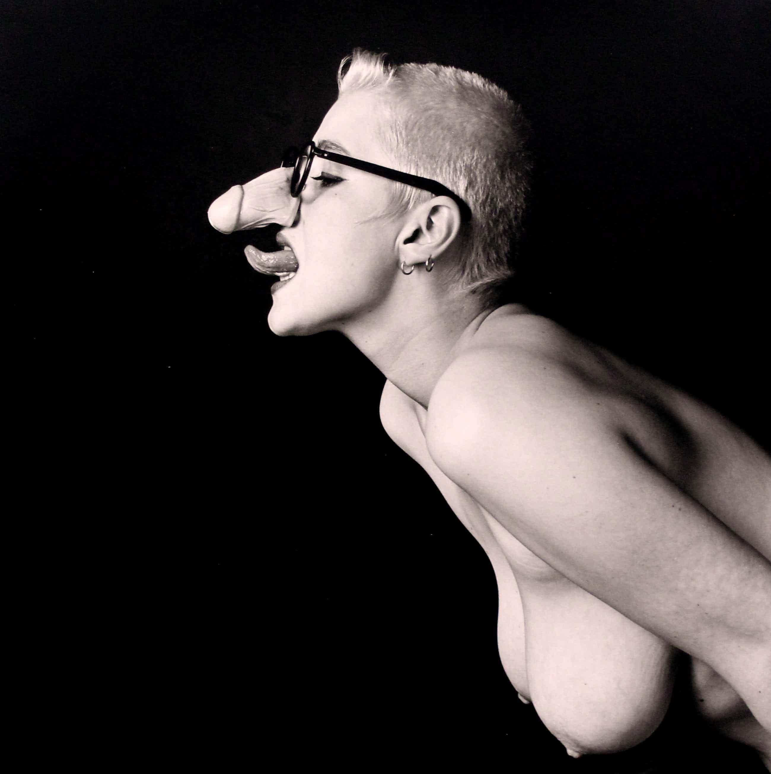 "Erwin Olaf - Gelatine zilverdruk: ""Desiree with glasses"" - 1984(met stempel gesigneerd) kopen? Bied vanaf 850!"