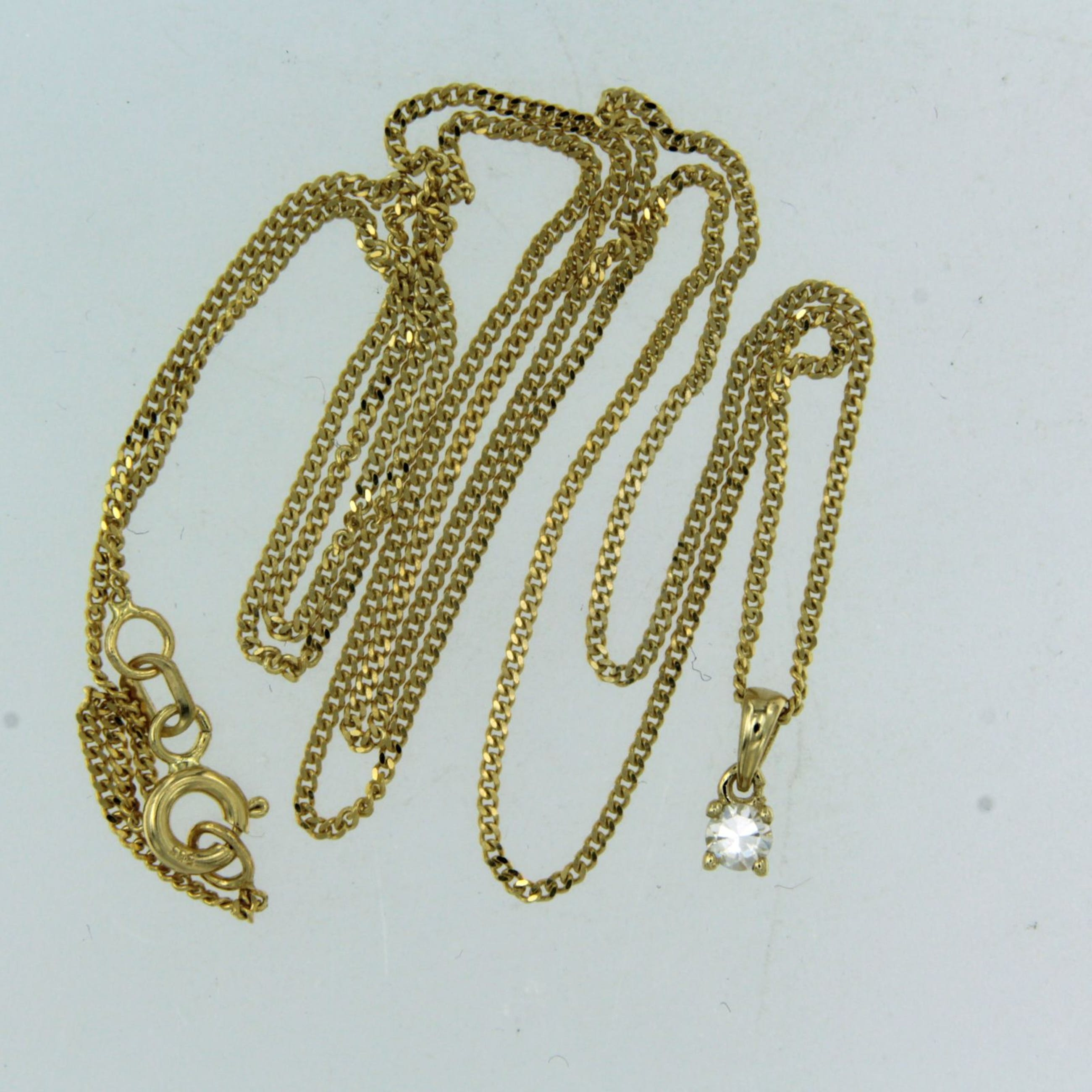 14K Goud - geel gouden collier met een solitair hanger bezet met briljant geslepen diamant kopen? Bied vanaf 160!
