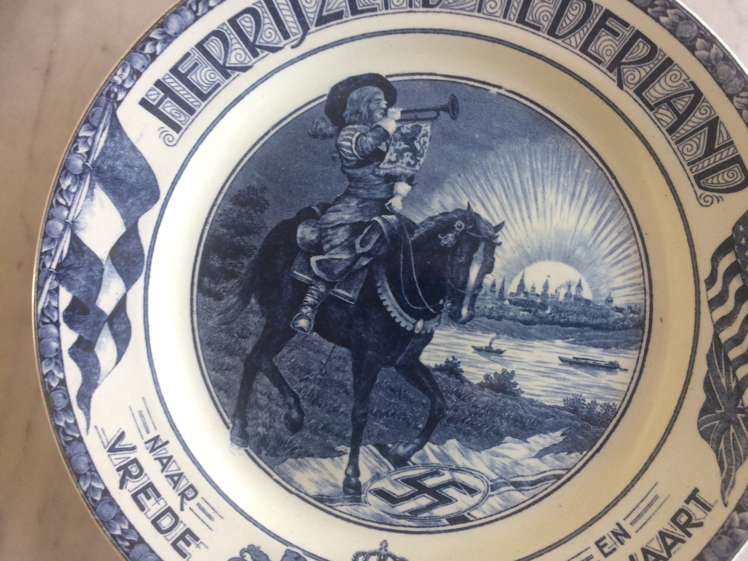 """Societe Ceramique - Wandbord """" Herrijzend Nederland """" kopen? Bied vanaf 35!"""