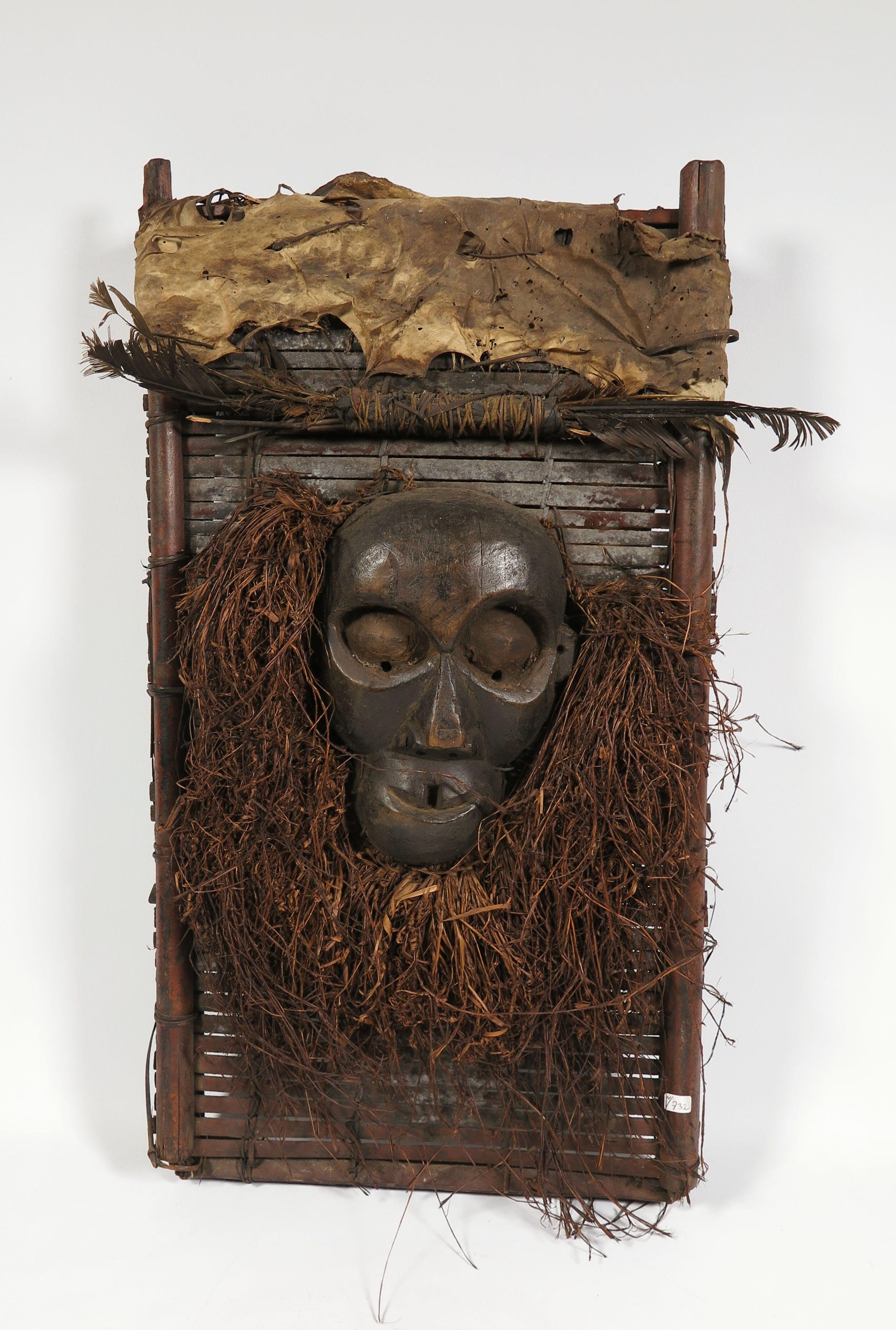 Idoma - Hout, plantenresten, leer en veren, Jagers borstmasker kopen? Bied vanaf 1!