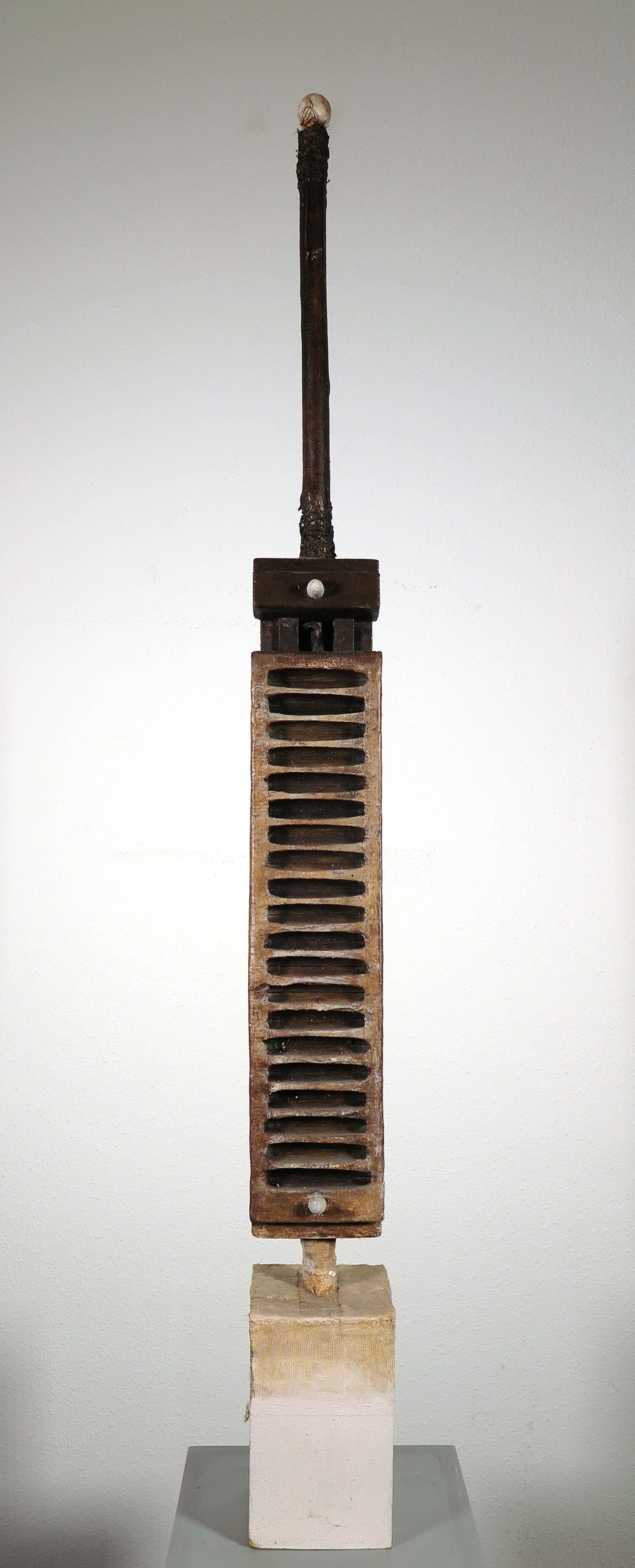 Ron van der Werf - Beeld in gemengde techniek, o.a. hout en kunststof, Zonder titel kopen? Bied vanaf 130!