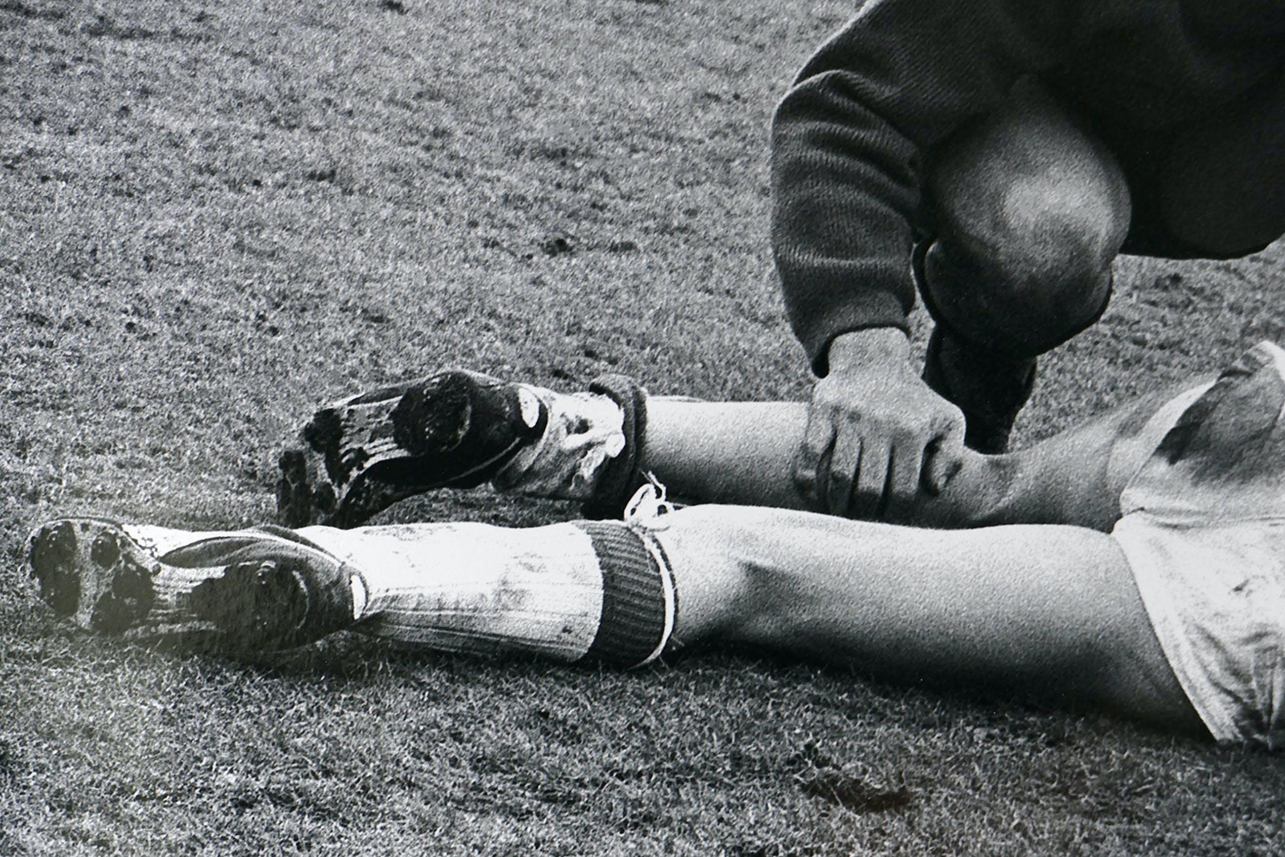 Pim Westerweel - 'Piëta' - Johan Cruyff en Eddy Pieters Graafland 1969 Ajax-Fyenoord kopen? Bied vanaf 109!