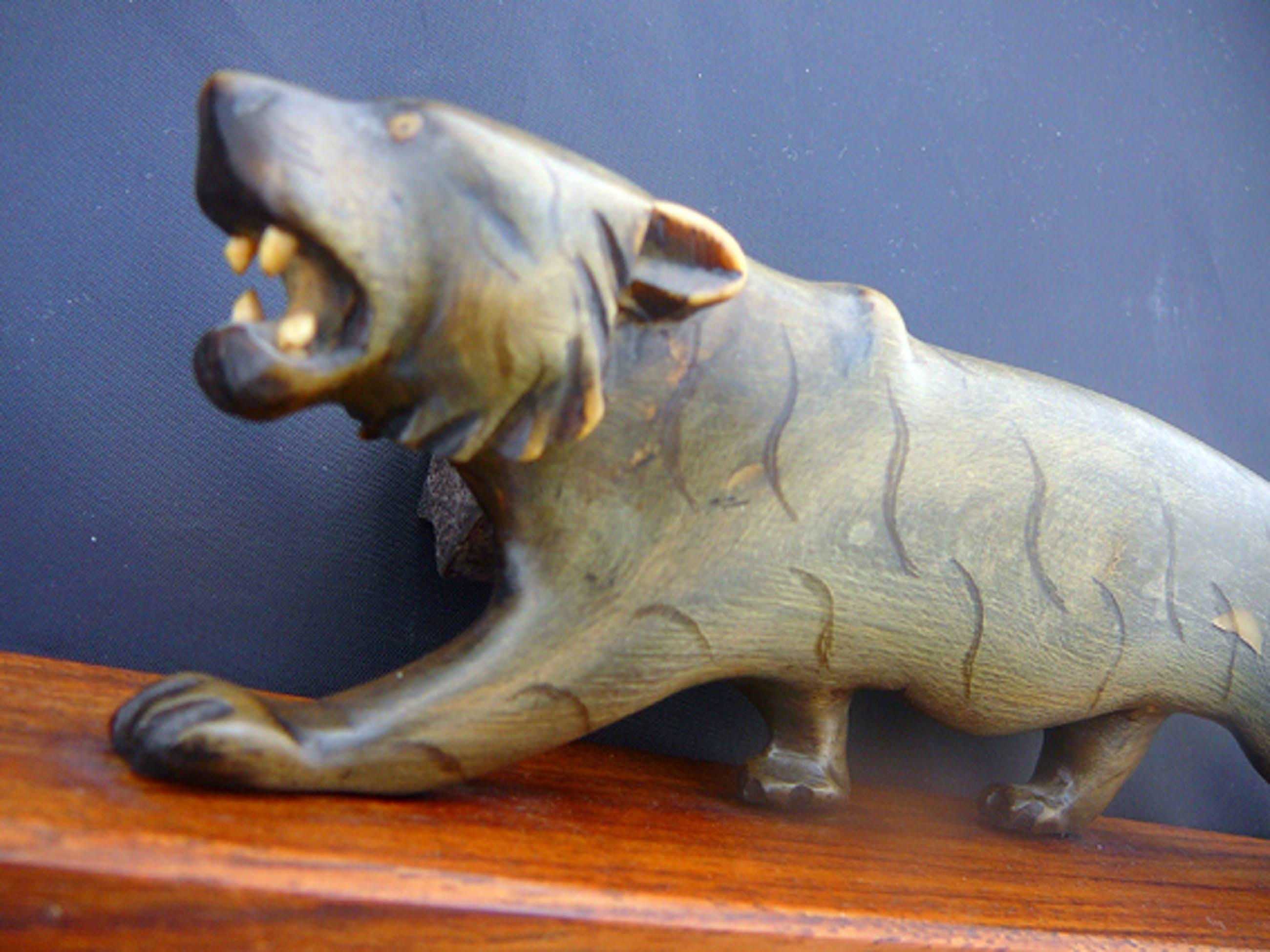 Niet of onleesbaar gesigneerd - Sluipende panter -ivoor- kopen? Bied vanaf 10!