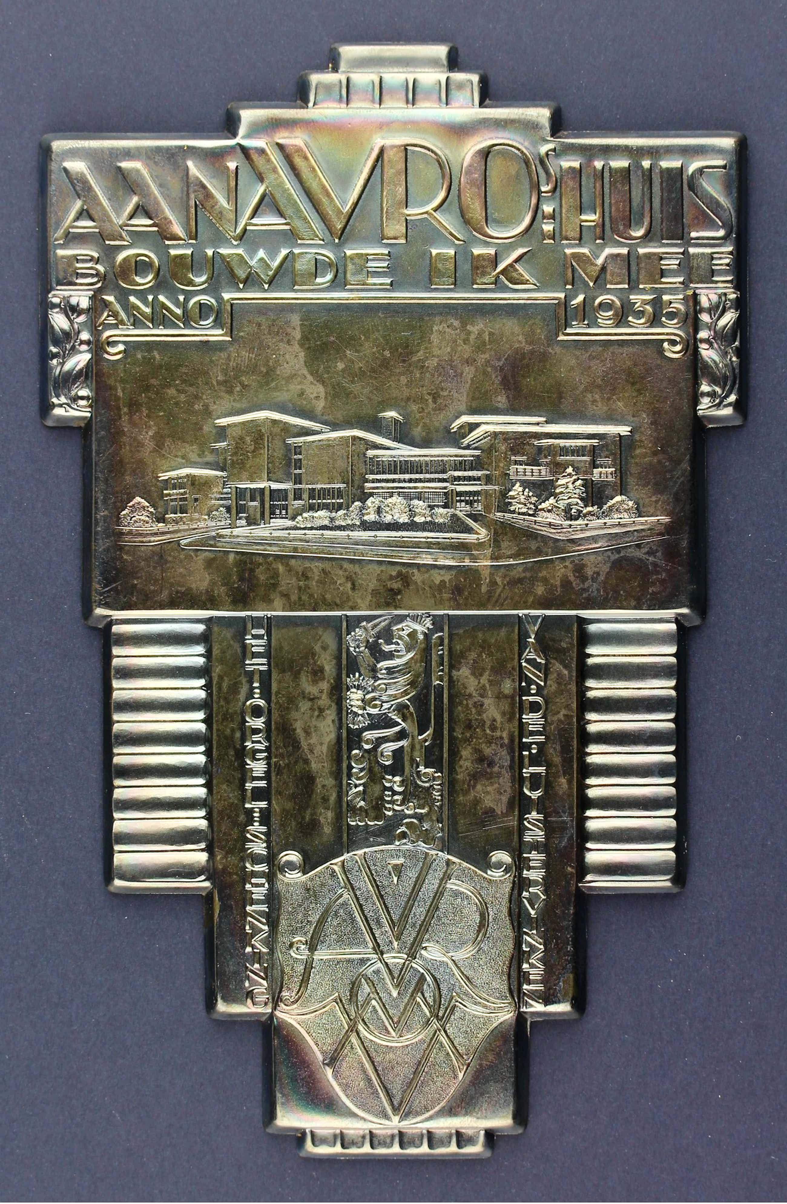 Chris van der Hoef - Gero-zilver plaquette: Aan AVRO s huis bouwde ik mee, 1935 kopen? Bied vanaf 80!