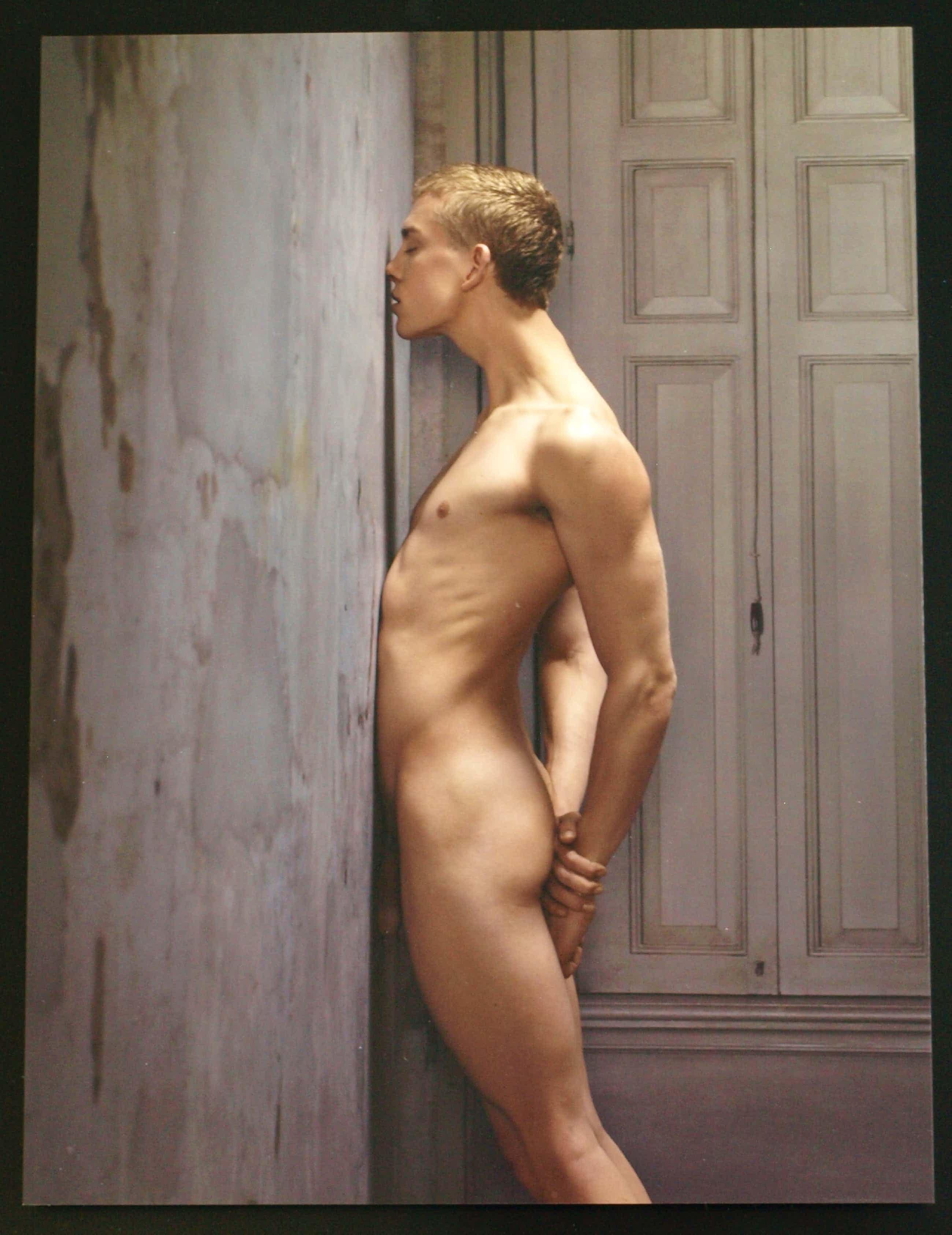 Erwin Olaf - Ingelijste foto uit de serie Skin Deep , Male Nude No. 01 - 2015 kopen? Bied vanaf 2500!